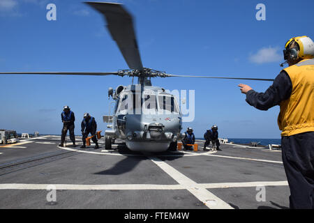 HORN OF AFRICA (Feb. 23, 2015) Flight deck crew members aboard USS Oscar Austin (DDG 79) remove chocks and chains - Stock Photo