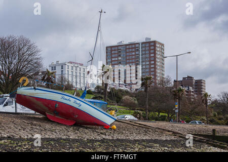 Southend-on-Sea, Essex, UK. 28th Mar, 2016. Yacht Blown Ashore by Gale Force Winds Credit:  Timothy Smith/Alamy - Stock Photo