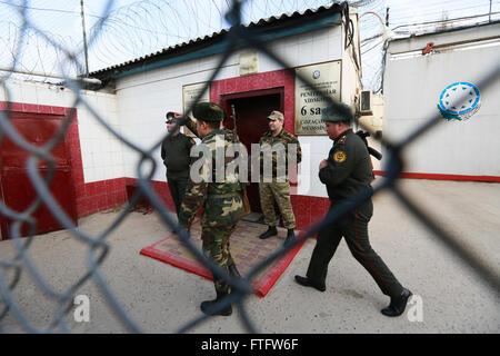 Baku, Azerbaijan. 28th Mar, 2016. Soldiers in front of prison in Baku, Azerbaijan. Azerbaijani lawyer, human rights - Stock Photo