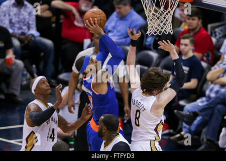 New Orleans, LA, USA. 28th Mar, 2016. New York Knicks forward Carmelo Anthony (7) drives to the basket against New - Stock Photo