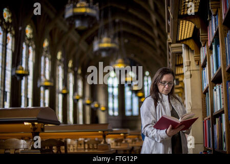 Seattle, California, USA. 21st Mar, 2016. CAROLE CHAMBERS, of Placentia, California, is engrossed in a book in the - Stock Photo