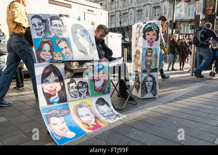 Portrait painter in London's Leicester Square, UK - Stock Photo