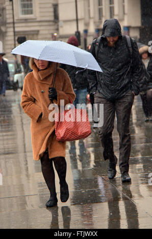 London, UK, 29 March 2016, rainy day in Trafalgar Square after storm Katie passes. Credit:  JOHNNY ARMSTEAD/Alamy - Stock Photo