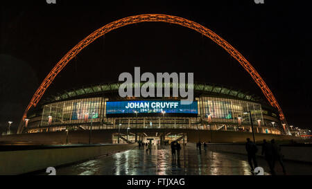 London, UK.  29 March 2016.  The friendly match at Wembley Stadium between England and the Netherlands is paused - Stock Photo