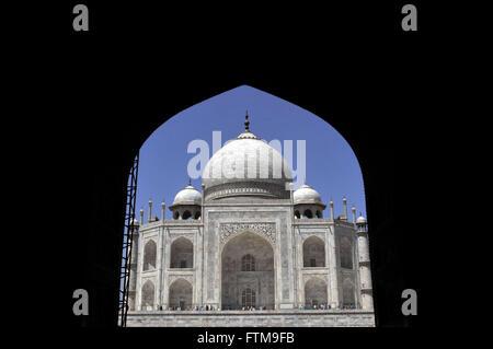 Taj Mahal mausoleum - construction of the seventeenth century white marble by Emperor Shah Jahan - Stock Photo