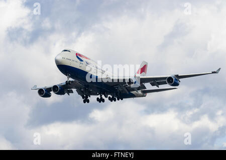 A British Airways Boeing 747-400, registration G-BNLN about to land at London Heathrow. - Stock Photo