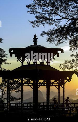 Nascer do sol na Vista Chinesa no Alto da Boa Vista - Parque Nacional da Floresta da Tijuca - Stock Photo