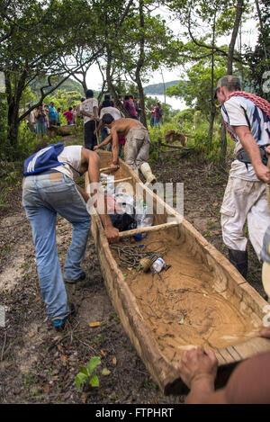 Puxada de Canoa - tradicao de pescadores no litoral da regiao sudeste - Stock Photo