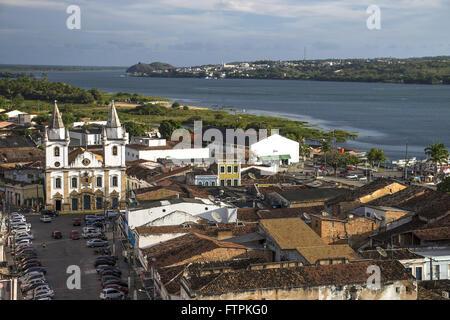 Vista de cima da cidade com a igreja de Sao Goncalo Garcia dos Homens Pardos - centro historico - Stock Photo