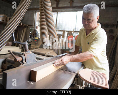 Oshiro Yoshimasa (57) carpenter making  weaving loom , Haebaru, Okinawa 大城織機製作所 - Stock Photo