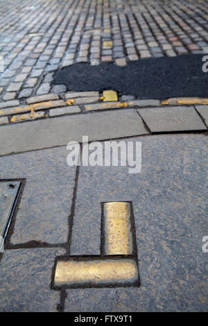 Brass cobbles marking the area where the historic Netherbow Port once stood on the Royal Mile in Edinburgh, Scotland. - Stock Photo