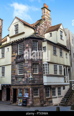 A view of John Knox House on the Royal Mile in Edinburgh, Scotland. - Stock Photo