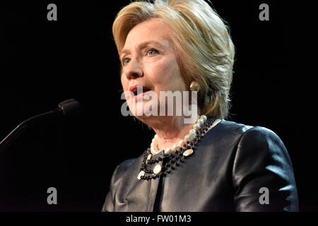 New York City, United States. 30th Mar, 2016. Candidate Clinton addresses issues on stage. Democratic primary front - Stock Photo