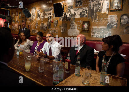 Washington DC, USA. 31th March, 2016. United States President Barack Obama speaks to the media after having lunch - Stock Photo