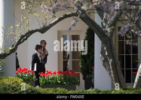 Washington DC, USA. 31th March, 2016. United States President Barack Obama and Senior Advisor Valerie Jarrett walk - Stock Photo
