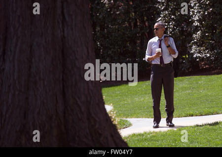 Washington DC, USA. 31th March, 2016. United States President Barack Obama waits on the South Lawn as he returns - Stock Photo