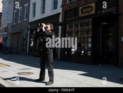Washington DC, USA. 31th March, 2016. A Secret Service Agent keeps an eye on activity along 14th Street as President - Stock Photo