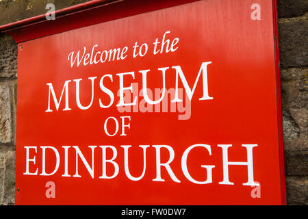 A welcome sign outside the Museum of Edinburgh, situated on Canongate along the Royal Mile in Edinburgh, Scotland. - Stock Photo