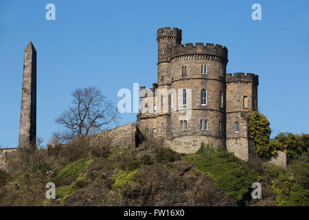 The obelisk known as the Martyr's Monument and Governor's House on Calton Hill in Edinburgh, Scotland. They stand - Stock Photo