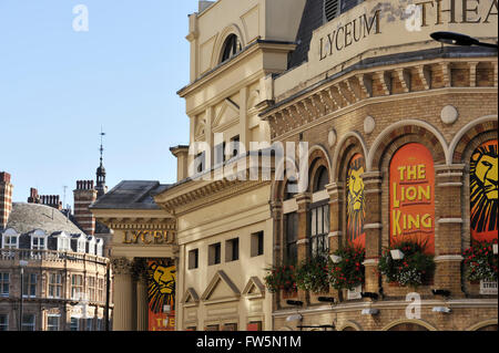 Lyceum Theatre, the Strand and Wellington St, Covent Garden. Showing the musical The Lion King, by Disney. The Lion - Stock Photo