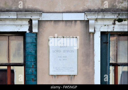 Byron's palace plaque, Grand Canal, Venice: Palazzo Mocenigo Casa Vecchia, built by Alvise Mocenigo about 1579, - Stock Photo
