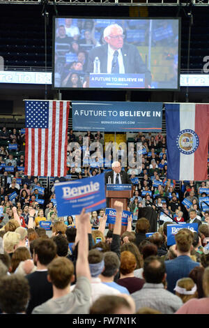 Saint Charles, MO, USA – March 14, 2016: US Senator and Democratic Presidential Candidate Bernie Sanders speaks - Stock Photo