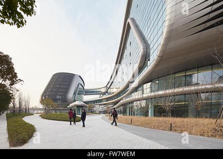 Perspective of glass curtain wall and landscaped walkways. Sky SOHO, Shanghai, China. Architect: Zaha Hadid Architects, - Stock Photo