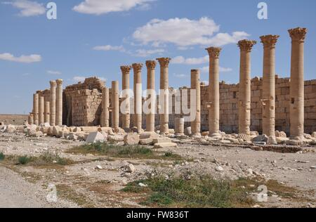 Damascus. 31st Mar, 2016. Photo taken on March 31, 2016 shows the partially damaged ancient columns at the National - Stock Photo