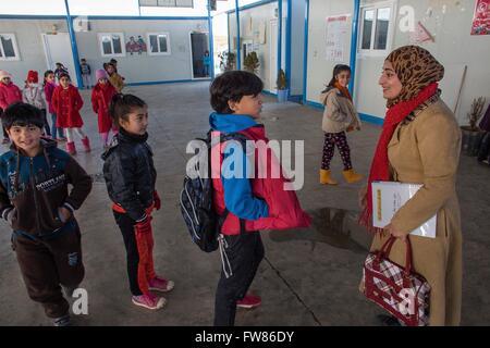 Primary school in Arbat refugee camp, Northern Iraq - Stock Photo