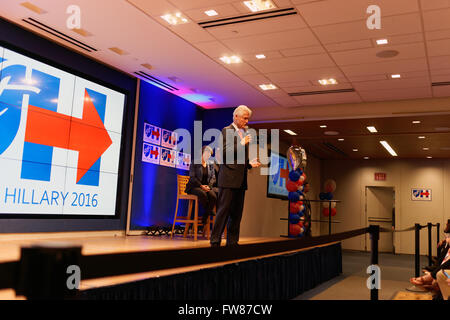 New York, NY, 31st March, 2016. Bill Clinton, former U.S. president, campaigned for his wife, Hillary, who is running - Stock Photo
