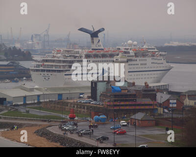 Newcastle Upon Tyne, 2nd April 2016, Uk Weather. Raining at the Port of Tyne from low bearing clouds as the 46052ton - Stock Photo