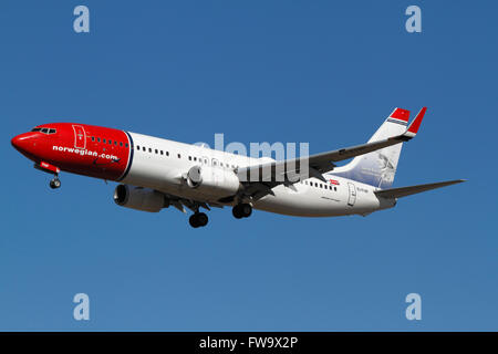 Norwegian, Boeing 737, EI-FHP, flight D82902 from London, Gatwick on final approach to Kastrup Airport, Copenhagen, - Stock Photo
