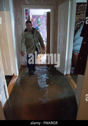 Omsk, Russia. 2nd Apr, 2016. A waterlogged private house. © Dmitry Feoktistov/TASS/Alamy Live News - Stock Photo