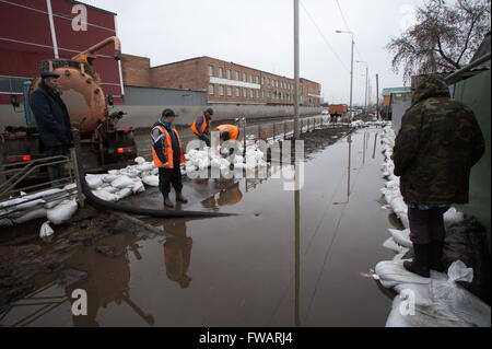 Omsk, Russia. 2nd Apr, 2016. Utilities workers pump out flooded water from a waterlogged street. © Dmitry Feoktistov/TASS/Alamy - Stock Photo