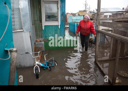 Omsk, Russia. 2nd Apr, 2016. A waterlogged yard of a private house. © Dmitry Feoktistov/TASS/Alamy Live News - Stock Photo