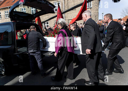 Copenhagen, Denmark, April 2nd, 2016. The coffin of former Danish Prime Minister, Anker Joergensen is carried out - Stock Photo