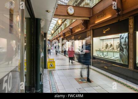 Lunn's Jewellers in Queen's Arcade shopping precinct in Belfast - Stock Photo