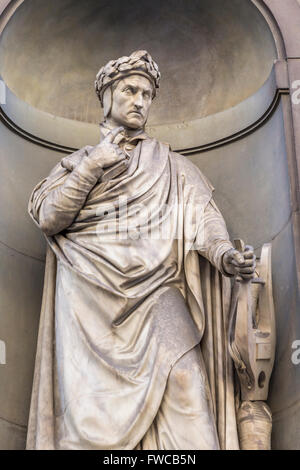 Florence, Florence Province, Tuscany, Italy.  Statue in Piazzale degli Uffizi of Florentine poet Dante - Stock Photo