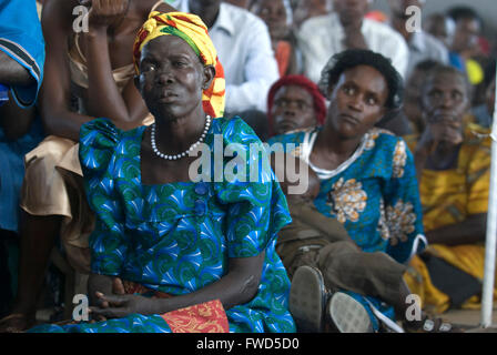 Lacekocot, Pader, Uganda. Friends and family gather for the group wedding of six Acholi couples on the Lacekocot - Stock Photo