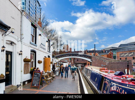 Canalside Bar alongside the canal at Gas Street canal basin, Birmingham, West Midlands, England, UK - Stock Photo