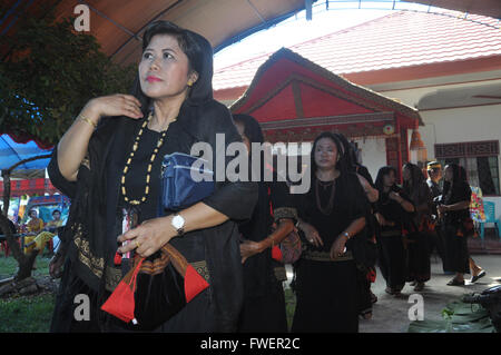 The late Maria Tulak's family received relatives and friends from many areas in South Sulawesi Province during the - Stock Photo