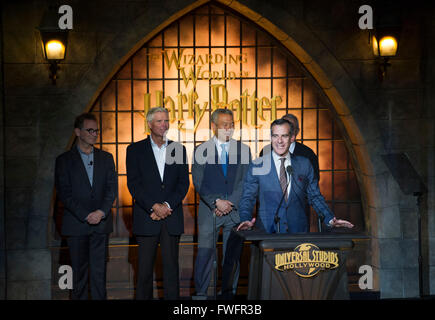 Los Angeles, USA. 5th Apr, 2016. Los Angeles Mayor Eric Garcetti (Front) speaks during the opening of 'the Wizarding - Stock Photo