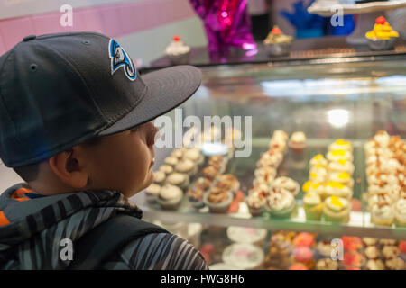 Sprinkle Splash Sweet Shoppe becomes the newest addition to the shops located in La Marqueta in East Harlem in New - Stock Photo