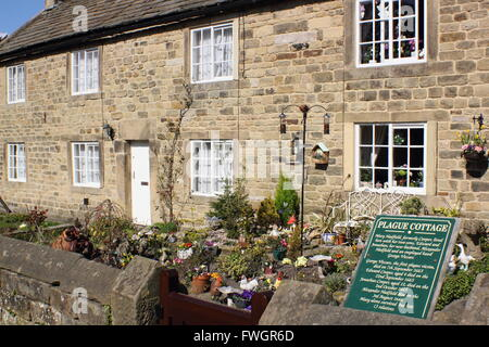 Cottages in Eyam, Peak District famed for their association with the village's 17th century plague outbreak  Derbyshire - Stock Photo