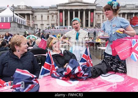 (160612) -- LONDON, June 12, 2016 (Xinhua) -- People celebrate Queen Elizabeth II's official 90th birthday at Trafalgar - Stock Photo