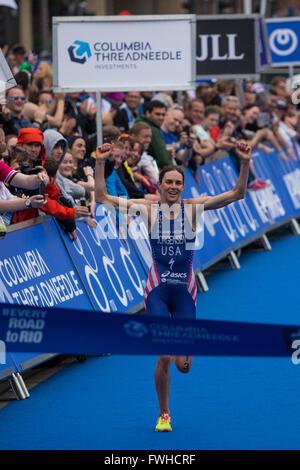 12.06.2016. Leeds City Centre, Leeds, England. ITU Columbia Threadneedle World Triathlon Leeds. Gwen Jorgensen runs - Stock Photo
