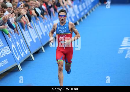 Leeds, UK. 12th June 2016. Javier Gomez enters his final lap of the mens race Credit Dan Cooke/ Alamy Live News - Stock Photo