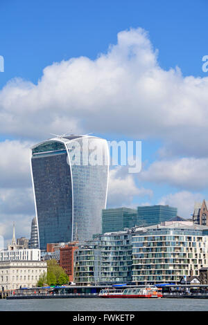 20 Fenchurch Street skyscraper also known as the Walkie Talkie building in the City of London & tour boat on the - Stock Photo