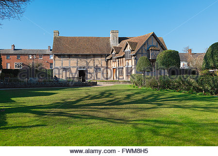The rear of the medieval half-timbered house in which Shakespeare was born (1564) in Henley Street, Stratford Upon - Stock Photo