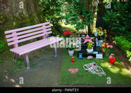 Köln, Lindenthal, Melaten-Friedhof, Grabstätte von Dirk Bach. Er war ein deutscher Schauspieler, Synchronsprecher, - Stock Photo